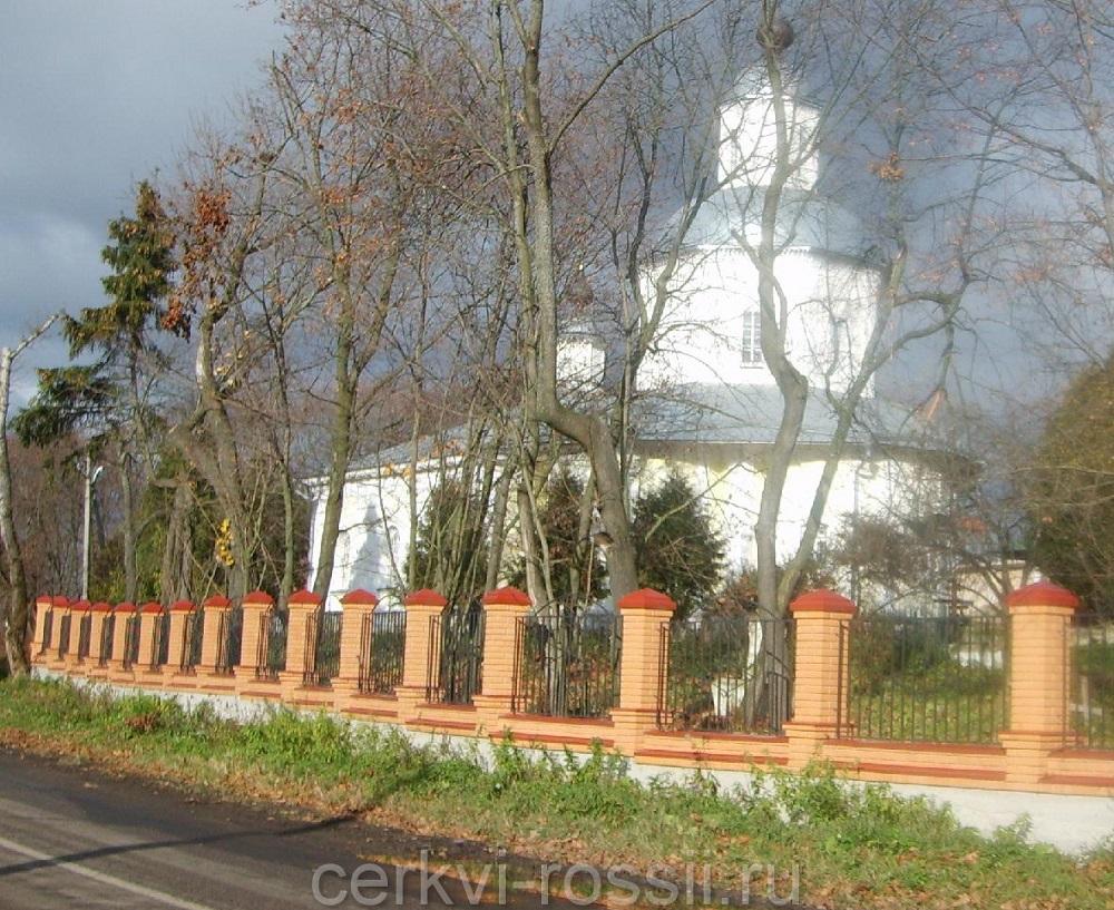 Вид православного Крестовоздвиженского храма